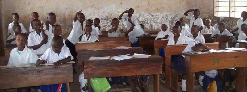 In de schoolbanken in Afrika