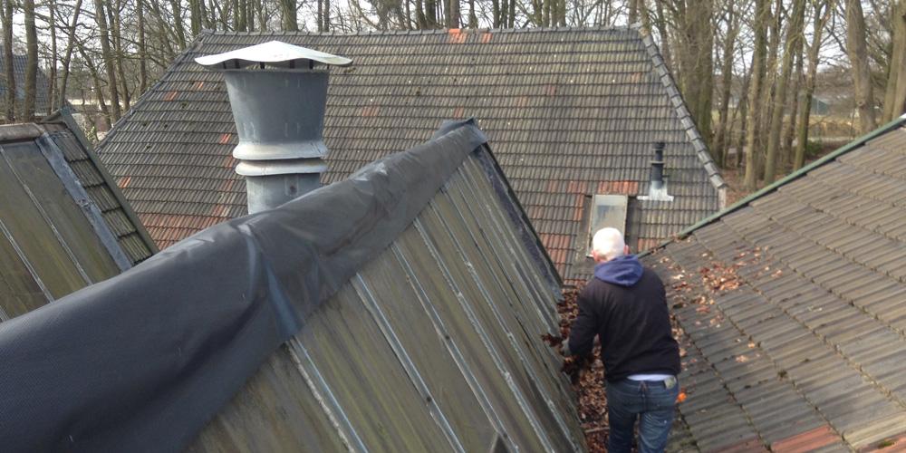 dakfolie aanbrengen om schade te beperken
